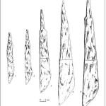1) Jauneikiai, hrob č. 351, 2) Stungiai, hrob č. 24,   3) Ðukioniai, hrob č. 41,     4) Jauneikiai, hrob č. 43,     5) Jauneikiai, hrob č. 113. Převzato z Vaškevičiūtė 2004: 49, Obr. 31.