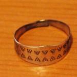 Replika prstenu z hrobu Bj 727.
