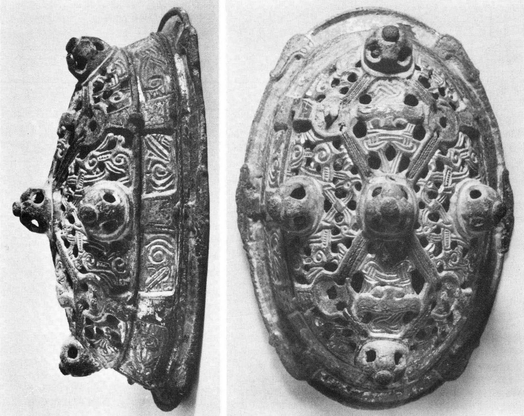 ovalbrooches
