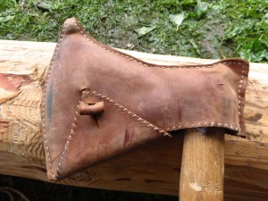 Kožené pouzdro na sekeře typu M. / A leather sheaths for a M-type axe.