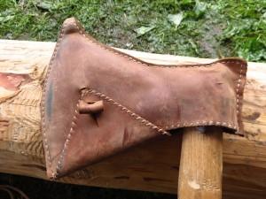 Kožené pouzdro na sekeře typu M. / A leather sheaths for a M-type axe.